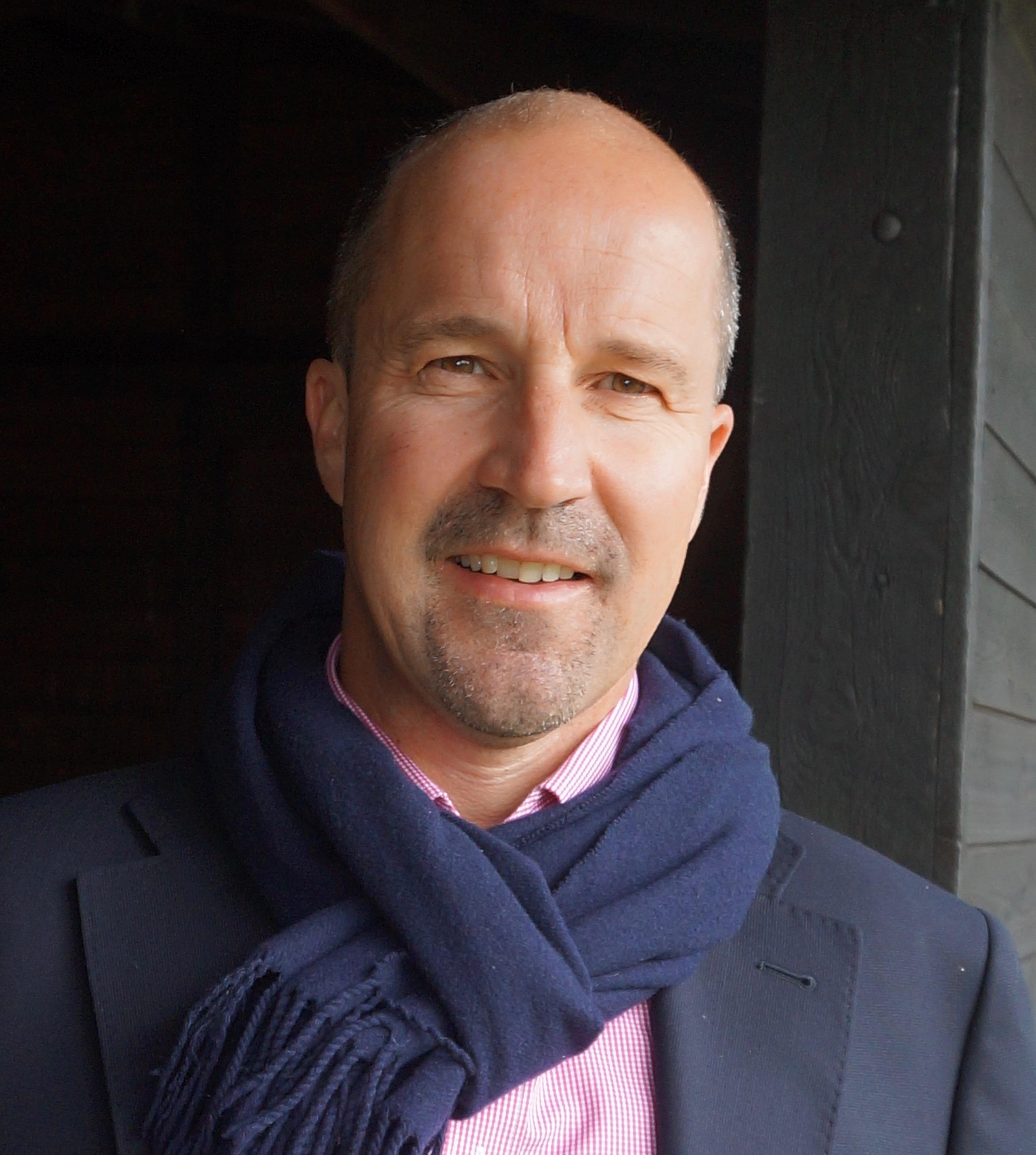 About the Author – Gordon McAlpine